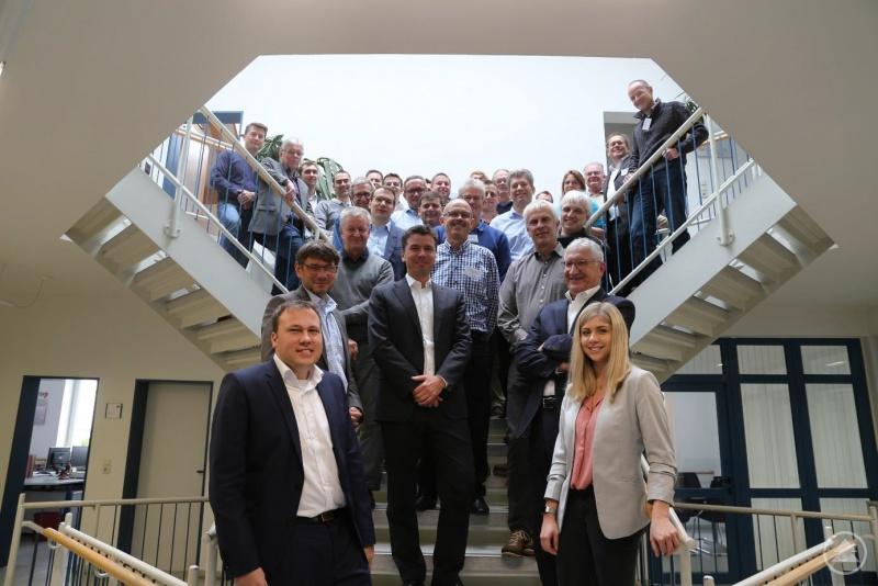 Teilnehmer des sechsten 4E-Netzwerk Workshop bei der KARL BACHL GmbH & Co. KG in Deching.