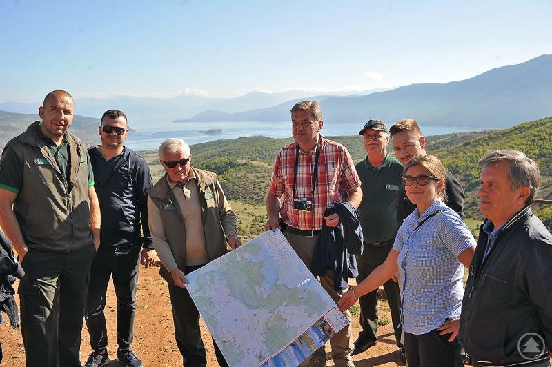 Wollen sich auch künftig austauschen und enger kooperieren: Vertreter des Nationalparks Bayerischer Wald und des Nationalparks Prespa in Albanien.