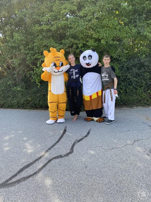 Karate-Tiger & Panda mit Karate-Lehrerin Julia und Karate-Lehrer Lukas in Eging
