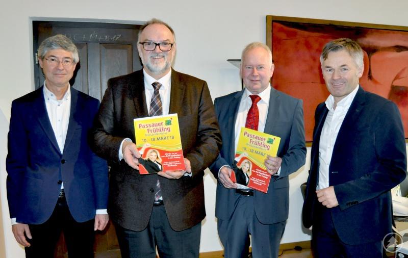 v. l.: Maximilian Scheuer (Veranstaltungen Stadt Passau), Oberbürgermeister Jürgen Dupper, Peter Kinold (Kinold Ausstellungsgesellschaft mbH), Wirtschaftsreferent Werner Lang