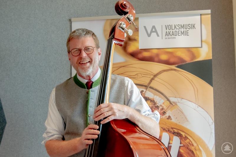 Als Schirmherr hatte Dr. Marcel Huber den Bau regelmäßig besucht und zeigte sich nun begeistert von der fertigen Volksmusikakademie