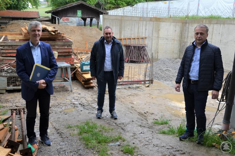 (v.l.) MdL Prof. Dr. Gerhard Waschler bei seinem Antrittsbesuch in der Ge-meinde Sonnen mit Bürgermeister Klaus Weidinger und dem zweiten Bürgermeister Michael Fenzl.