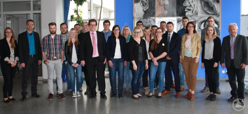 ARBERLAND REGio-Geschäftsführer Herbert Unnasch und Regionalmanager Stephan Lang freuten sich, dass 30 mitwirkende Referenten von 12 Unternehmen, Einrichtungen, Behörden und Hochschulen um Nachwuchskräfte sowie Auszubildende und Studierende werben.