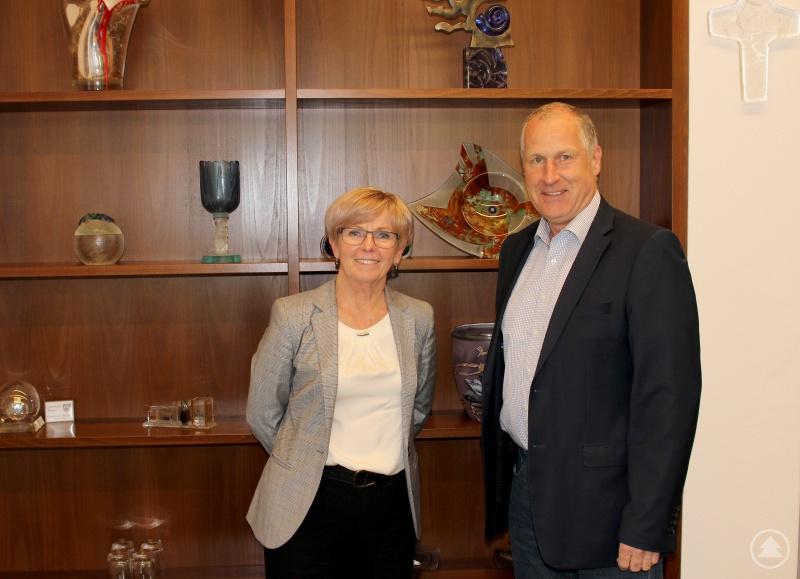 Landrätin Rita Röhrl und Integrationslotse Jürgen Probst