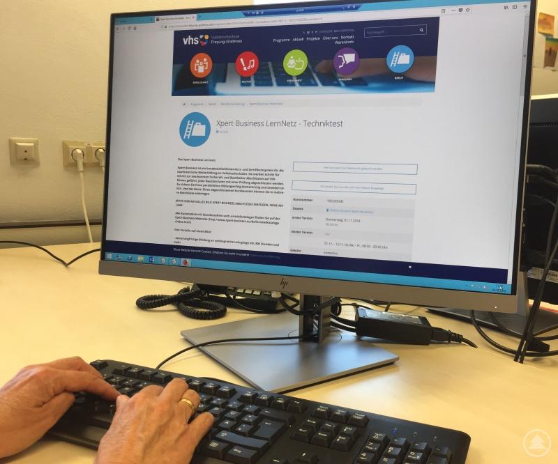 Künftig können vhs-Kurse zur beruflichen Weiterbildung als Webinare mit Durchführungsgarantie bequem zu Hause absolviert werden.