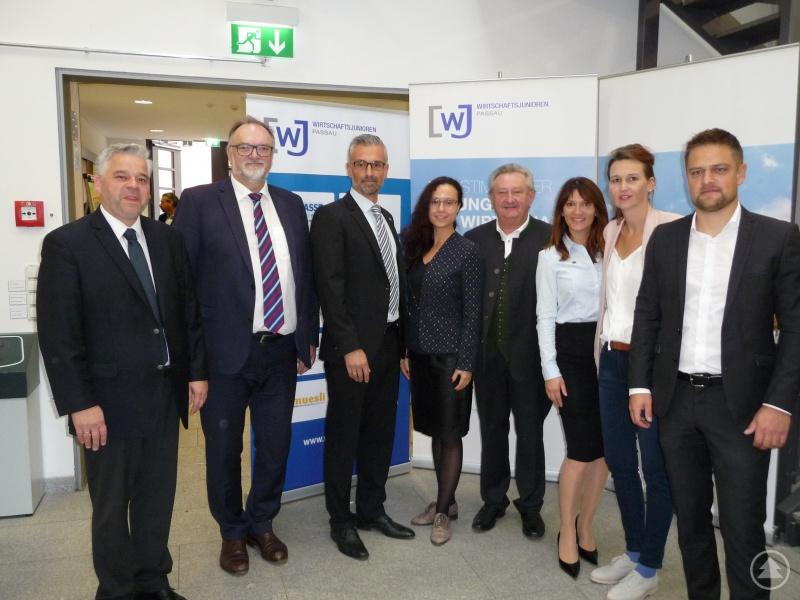 Dr. Achim Dilling (Kanzler der Universität Passau), Oberbürgermeister Jürgen Dupper, Daniel Schmidbauer (Vorsitzender WJ Passau), Landrat Franz Meyer, Eva Simmeth (Mitglied des Vorstands WJ Passau), Bettina Göttl (Mitglied des Vorstands WJ Passau) und Josef Stemplinger (Mitglied des Vorstands WJ Passau)