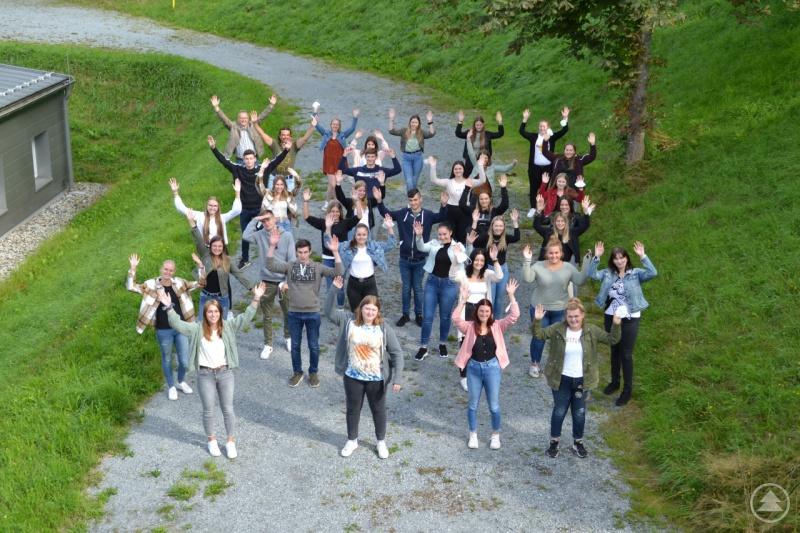 Die neuen Auszubildenden zum/zur Pflegefachmann/-frau freuen sich auf ihr erstes Jahr an der Berufsfachschule für Pflege und an den Kliniken Am Goldenen Steig