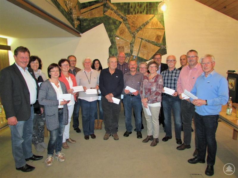 Feierlich wurden die Ilzer Land Ehrenanstecknadeln an die tatkräftigen Senioren- und Behindertenbeauftragten verliehen