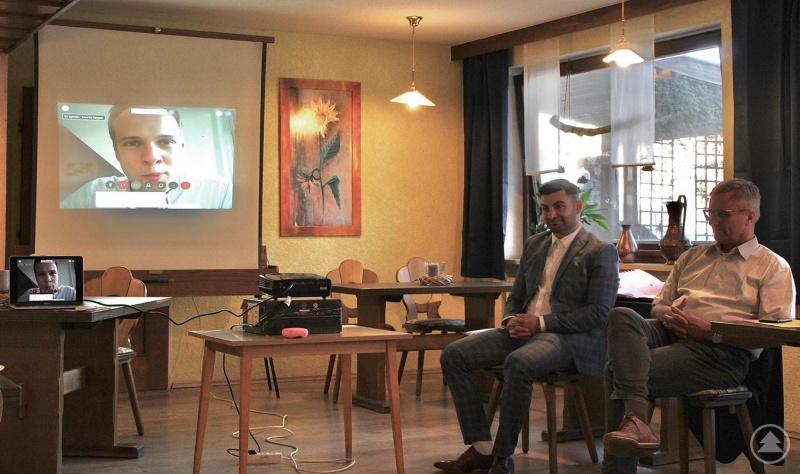Im digitalen Zeitalter längst angekommen: Martin Hagen, FDP-Fraktionsvorsitzender im Bayerischen Landtag, war per Video zugeschaltet.