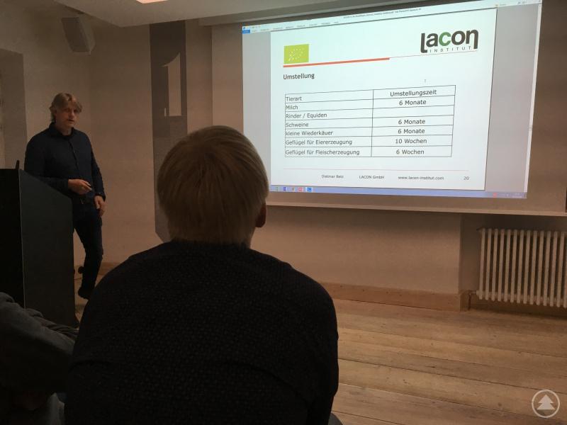 Dietmar Betz von der Geschäftsstelle der Lacon GmbH in Passau  bei seinen Ausführungen.