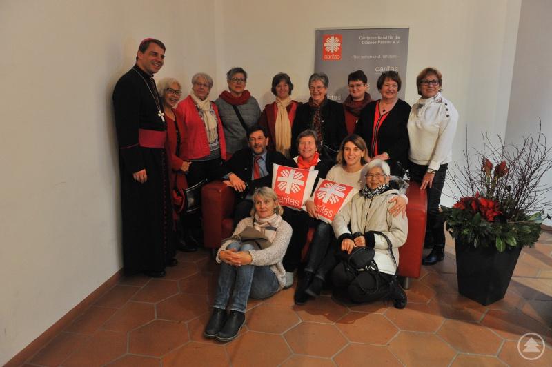 Bischof Oster machte mit bei der Fotoaktion der Gemeindecaritas.