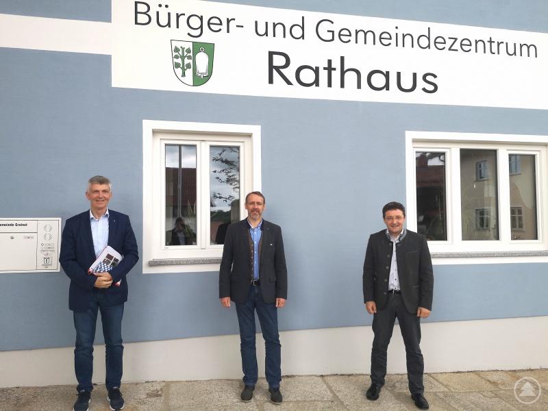 (v.l.) MdL Prof. Dr. Gerhard Waschler, Bürgermeister Jürgen Schano und MdL Max Gibis.