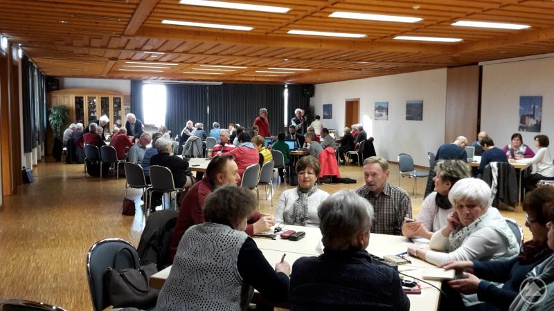 """Der """"Medientreff für Senioren"""" in Waldkirchen soll älteren Menschen Hilfestellung im Umgang mit der digitalen Welt geben und wird im Rahmen des Projekts """"Unterstützung Bürgerengagement"""" gefördert."""