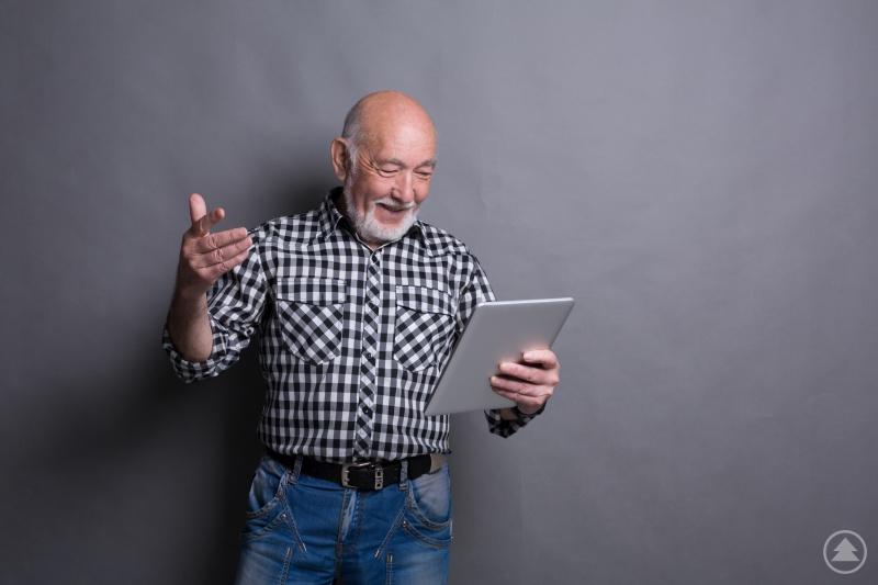 Mehr Kontakt zu bereits erwachsenen Kindern: digitale Hilfsmittel können viel Spaß machen und sind mit etwas Unterstützung oft leichter zu bedienen als vielleicht befürchtet.