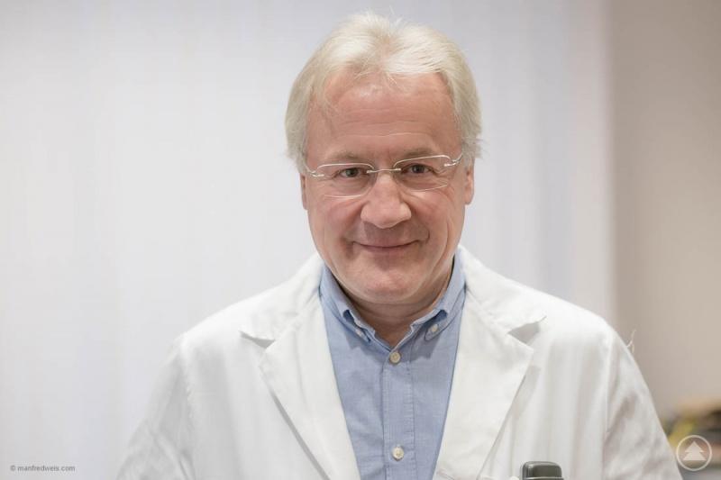 Univ. Prof. Dr. Rainald Seitelberger, Vorstand der Klinik für Herzchirurgie, Gefäßchirurgie und Endovaskuläre Chirurgie des Universitätsklinikums Salzburg referiert im Rahmen der GER-i-MED Vortragsreihe im Kurhaus Freyung.
