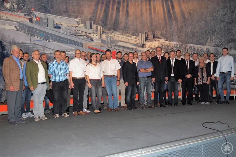 Auf sehr großes Interesse bei Wirtschaftsjunioren und Unternehmernetzwerk stieß die gemeinsame Betriebsbesichtigung bei Knauf AMF in Grafenau.