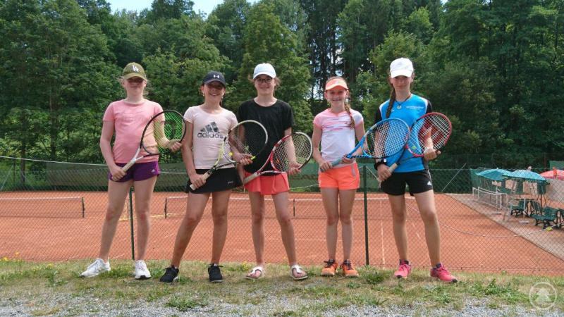 Die Freyunger Tennisspielerinnen v. l. Lina Nodes, Anna Hannig, Lena Scherer, Stefanie Maier, Janine Fischer