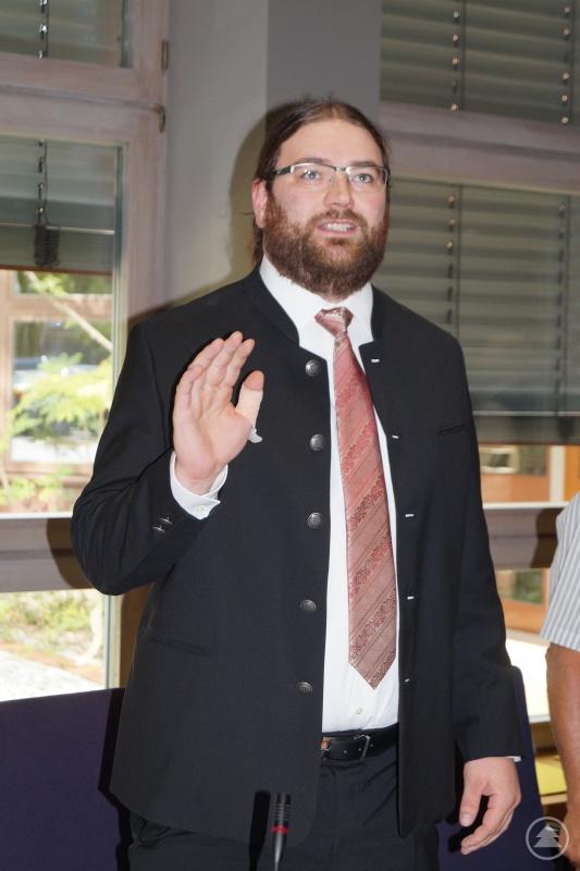 Tobias Beck bei seiner Vereidigung als Kreisrat.