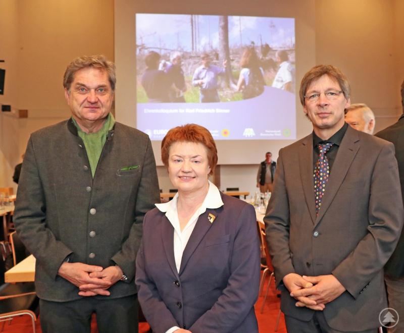 Die Leistungen von Karl Friedrich Sinner würdigten Franz Leibl (von links), Christina Kreitmayer und Guido Puhlmann.
