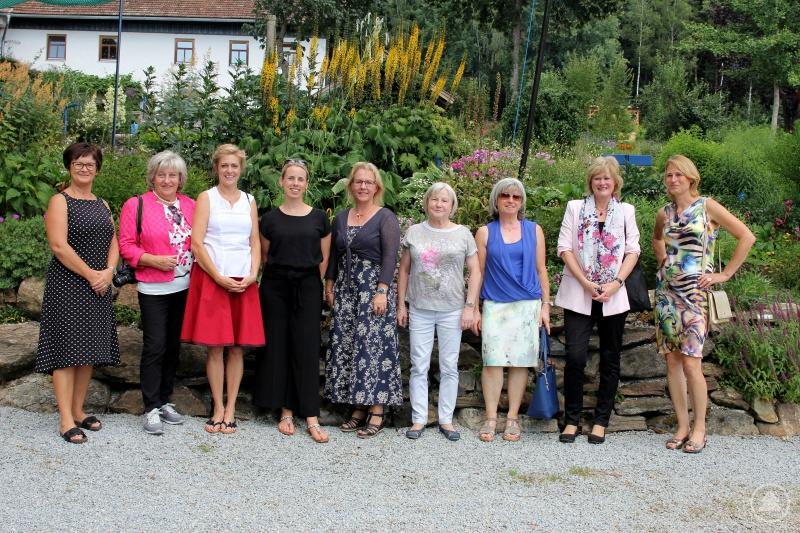 Die Teilnehmerinnen des Rahmenprogramms besuchten die Staudengärtnerei Probst und das Glasdorf Weinfurtner.