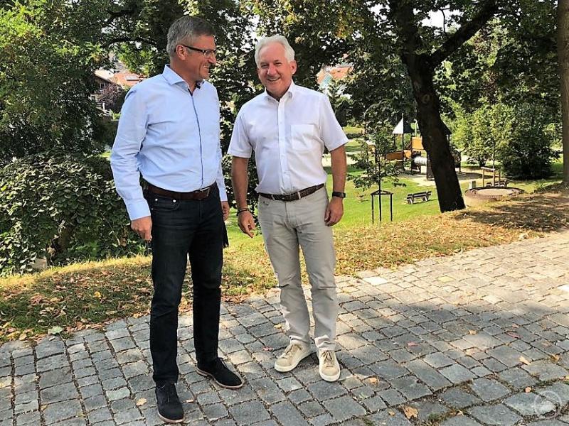 Herbert Unnasch (1. v. r.) sieht in Alexander Muthmann einen Mitstreiter für das ARBERLAND