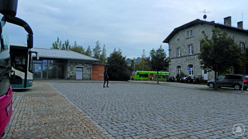 Die ideale Anschlusssituation, wie hier am Bahnhof Regen, ist noch nicht überall vorzufinden.