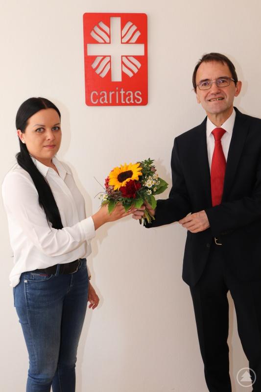Diözesan-Caritasdirektor Michael Endres wünscht Johanna Bauer für die neuen Aufgaben viel Kraft, Zuversicht und Gottes Segen.