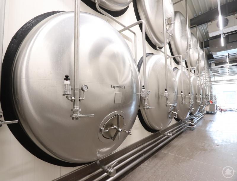 Die Brauerei setzt für die besondere Qualität ihrer Biere auch auf modernste und energiesparende Technik, zum Beispiel mit liegenden Lagertanks im neuen Gär- und Lagerkeller.