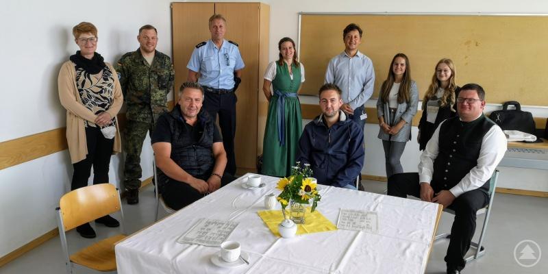 """Unternehmen, Behörden und weiterführende Schulen präsentierten sich am """"Tag der Berufe"""" den Schülerinnen und Schülern der Realschule Grafenau."""