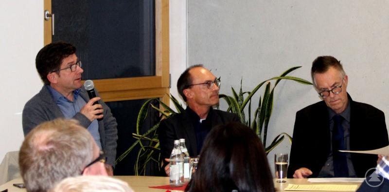 Die Referenten Markus Donhauser, Rolf-Peter Klar und Thomas Decker (v.l.) informieren anschaulich zum Thema Barrierefreiheit.