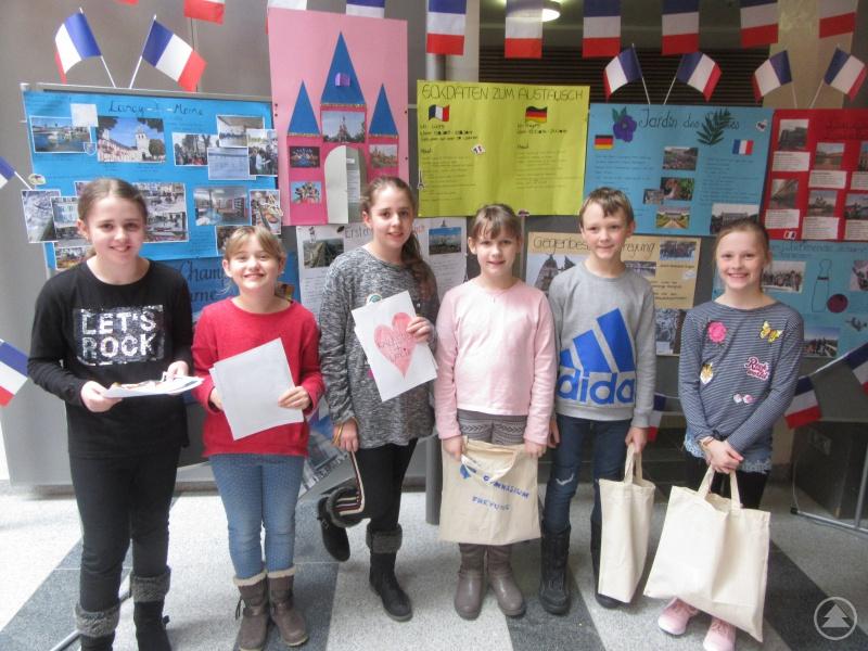 Diese jungen Besucher interessierten sich insbesondere für den Frankreichaustausch, den das Gymnasium Freyung seit vielen Jahren mit der Stadt Lagny-sur-Marne pflegt.