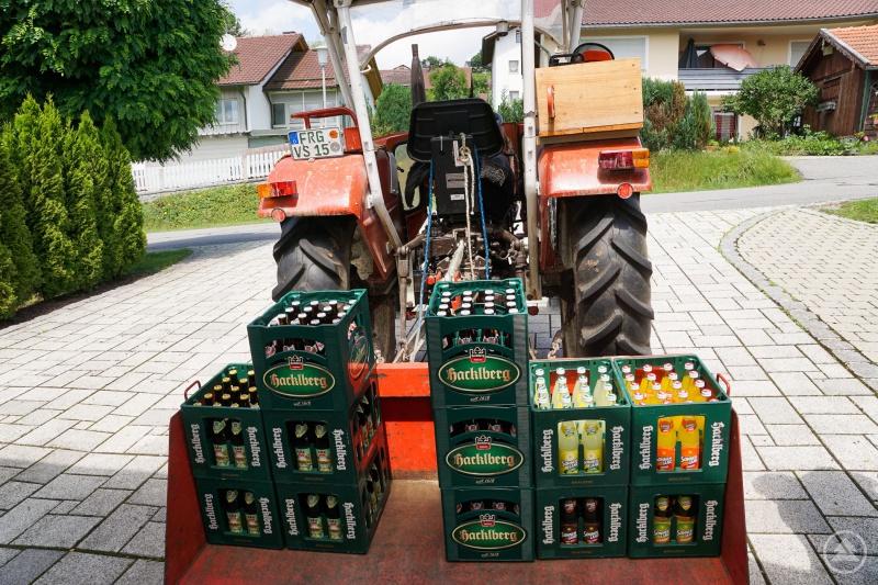 Der Traktor mit dem Gewinn des Partypakets 2018.