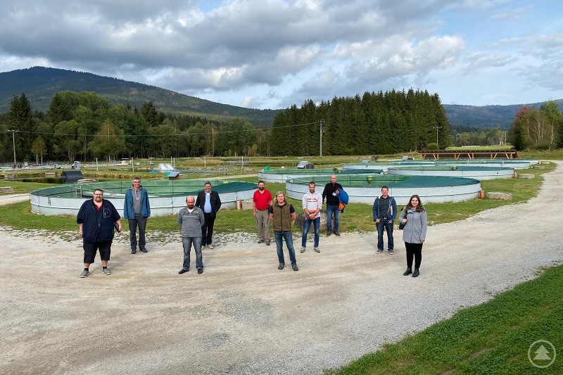 Die Betriebsleiter der sieben fischereilichen Lehr- und Beispielbetriebe in Bayern trafen sich erstmals zum Erfahrungsaustausch in Lindbergmühle.