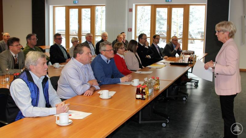 Landrätin Rita Röhrl (re.) begrüßte die Bürgermeister zur Dienstversammlung im Campus in Teisnach.
