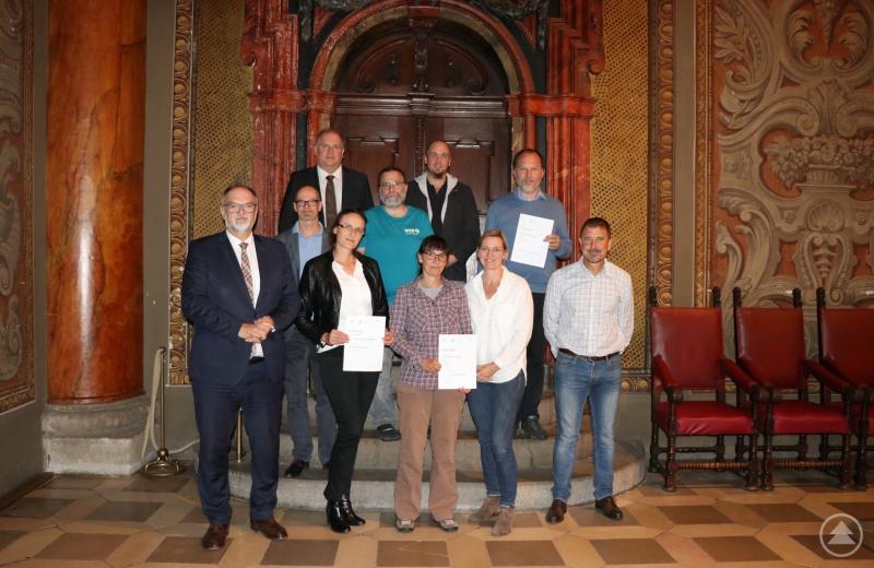 Oberbürgermeister Jürgen Dupper (vorne links) mit einigen Preisträgern, Sponsoren, Unterstützern und Organisatoren.