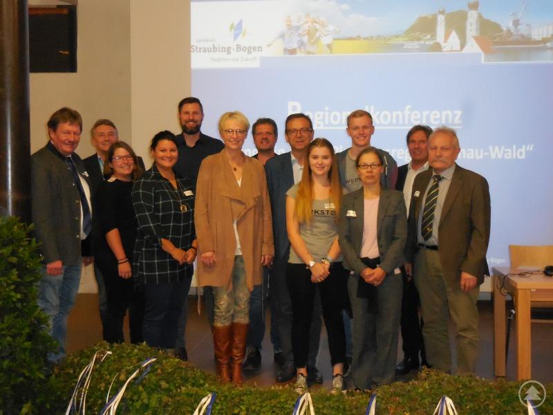 Die Jugendpflegerinnen und Jugendpfleger der Landkreise mit den Referenten/innen und Winnie Pletzer vom Bayerischen Jugendring (2. von rechts).