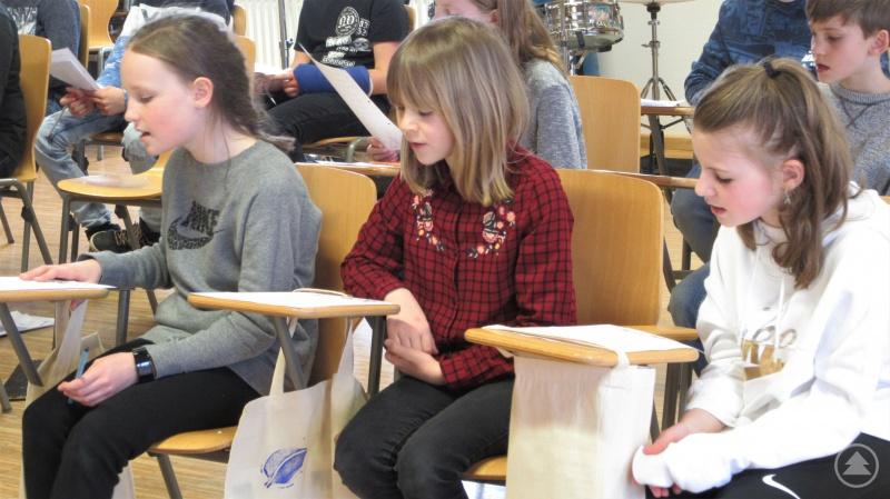 Ihre gesanglichen Fähigkeiten schulten die Kinder beim Singen im Musikraum.