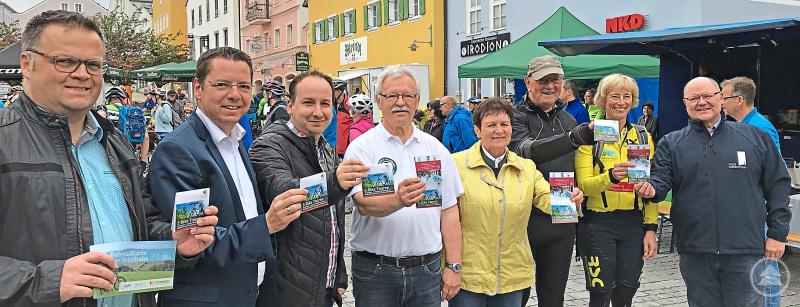 Auf dem 1. Waldkirchener Radtag wurde der Flyer mit den schönsten E-Bike-Touren rund um Waldkirchen der Öffentlichkeit vorgestellt. Zusammengestellt wurden die Touren von der Senioren-E-Bike-Gruppe Waldkirchen. Der Flyer liegt u. a. im Tourismusbüro der Stadt Waldkirchen auf.