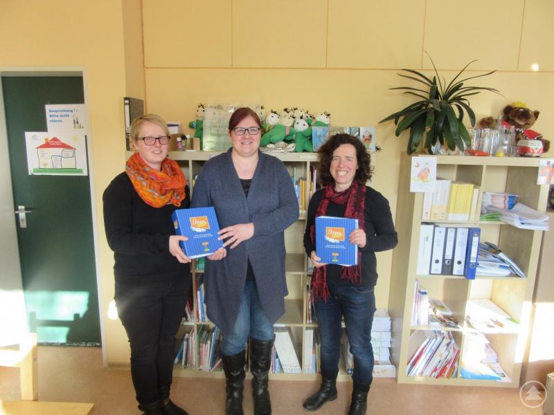 Susanne Heidecker (Mitte) mit den beiden KoKi-Fachkräften Tanja Kaml-Bösl (links) und Elisabeth Mies (rechts).