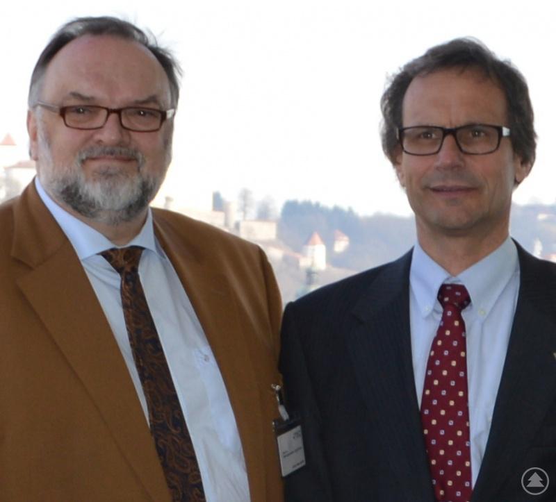 Oberbürgermeister Jürgen Dupper (links) freut sich mit dem Leiter des msg-Standorts Passau, Dr. Armin Bender, über die Zukunftspläne des Unternehmens.