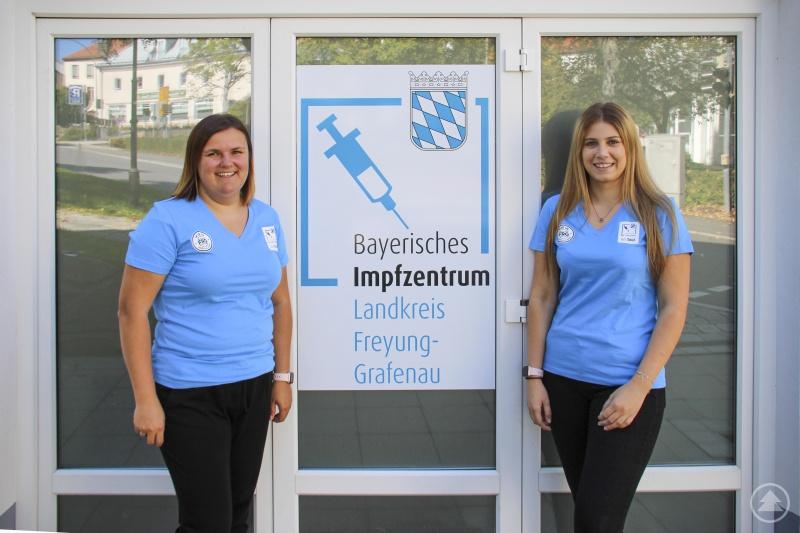 Die Fachkräfte aus dem Gesundheitsamt Magdalena Pauli und Laura Nöbauer (von links) haben die Impf-Kampagne vorbereitet. Sie sind sich sicher: