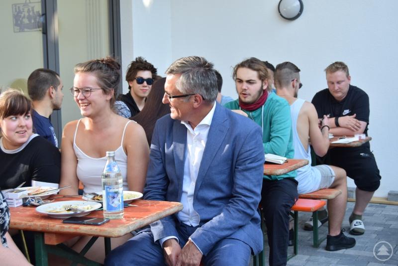 Die Azubis fühlen sich in der Schule und im Wohnheim sehr wohl, erfuhr Alexander Muthmann im Gespräch mit den Schülerinnen und Schülern.