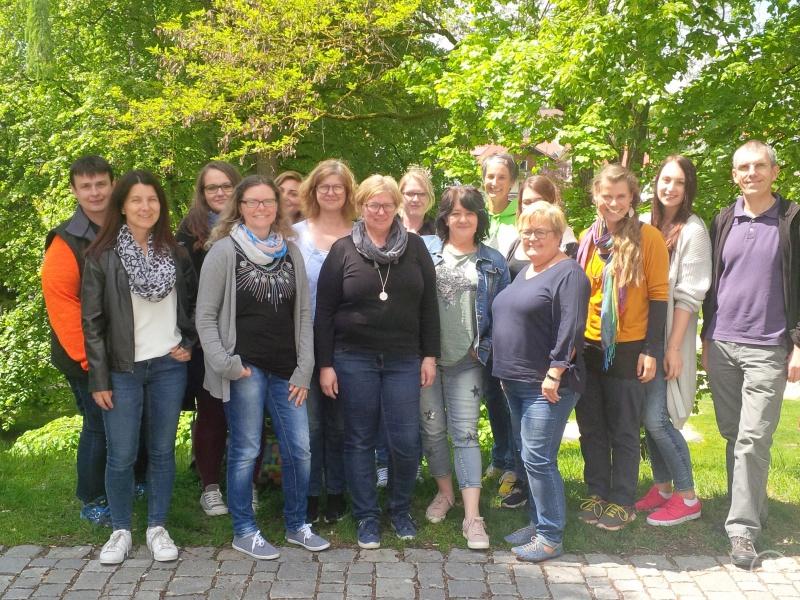 Die Teilnehmerinnen an der dreitägigen Kita-MOVE-Fortbildungsreihe, mit Trainerin Waltraud Kraus (4.v.rw.) und Trainer Matthias Wagner (re.).