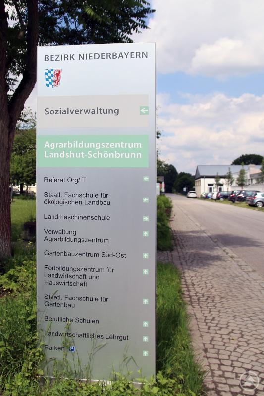 """""""Auf dem Areal des Agrarbildungszentrums Landshut-Schönbrunn ist es zu Zeiten der Corona-Pandemie so ruhig wie sonst nicht einmal an Feiertagen und Wochenenden."""""""