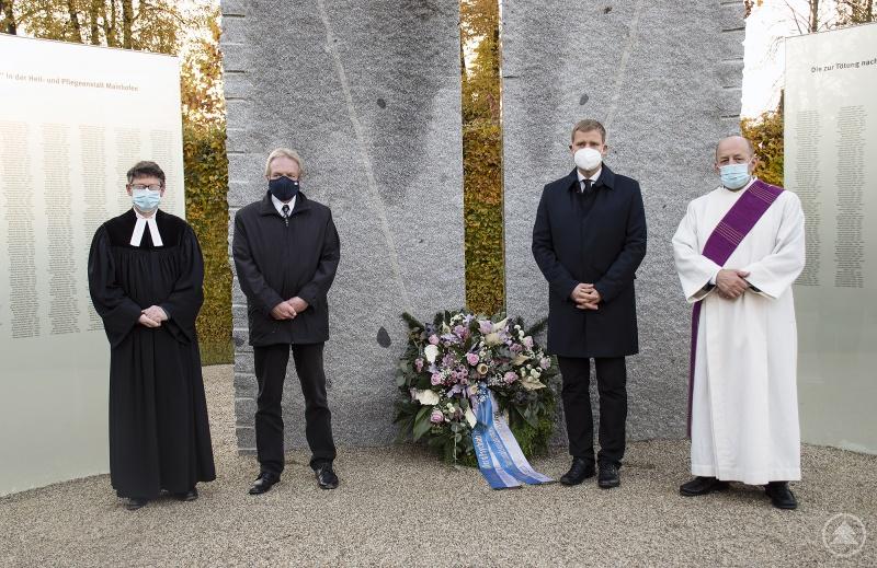 v.r.: Diakon Slavko Radeljic-Jakic, Bezirkstagspräsident Dr. Olaf Heinrich, Krankenhausdirektor Gerhard Schneider, Pfarrer Klaus-Ulrich Bomhard