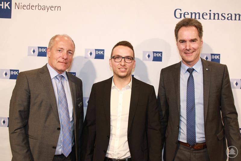 v.l.: IHK-Präsident Thomas Leebmann, Josef Freund und IHK-Hauptgeschäftsführer Alexander Schreiner.