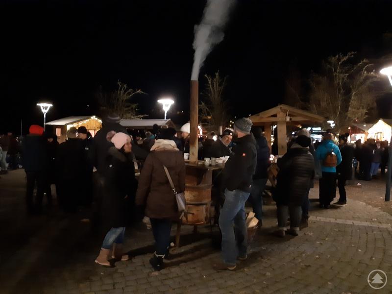 Für wohlige Wärme sorgten Heizpilze und Feuertonnen.