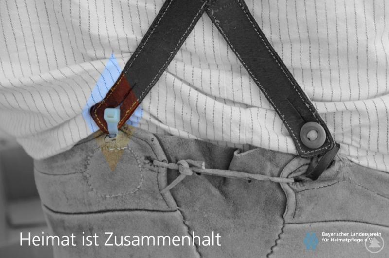 """Bildmotiv einer Postkartenserie des Bayerischen Landesvereins für Heimatpflege: """"Heimat ist Zusammenhalt""""."""
