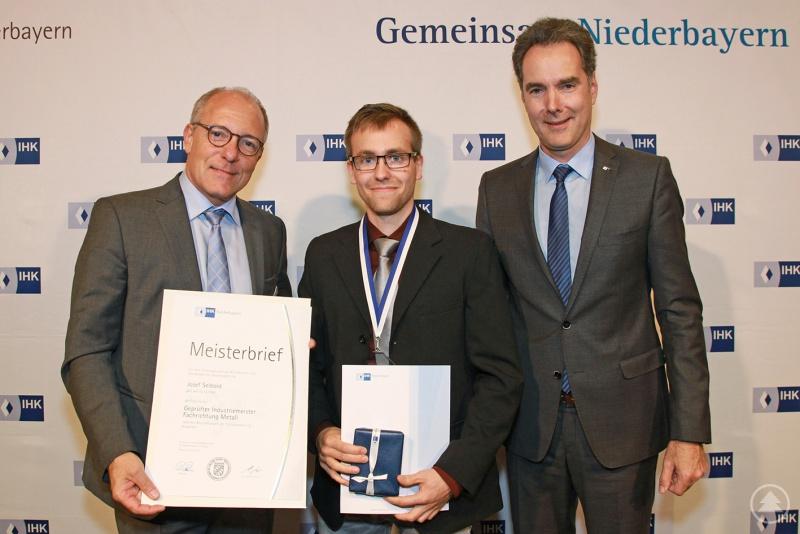 v.l.: IHK-Präsident Thomas Leebmann, Josef Seibold und IHK-Hauptgeschäftsführer Alexander Schreiner.