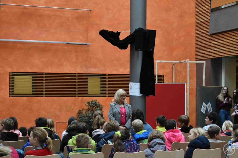 Landrätin Helga Weinberger am Gymnasium Freyung im Rahmen des Weltvorlesetages.